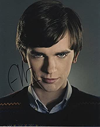 norman bates two lives within a soul essay Norman bates: two lives within a soul sigmund freud 's psychoanalytic theory of personality development states that there is a structural model of the psyche, which splits the human identity into three instances of ego, superego, and id.