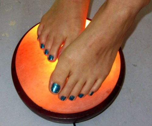 HIMALAYAN SALT HALF DOME DETOX FOOT/HAND THERAPY LAMP with on/off switch (NEW)