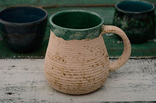 tasse-ceramique-couverte-de-glacure-avec-design-original
