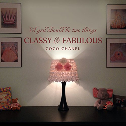 sticker-mural-coco-chanel-a-girl-should-be-two-things-classy-fabulous-pour-chambre-de-petite-fille-e