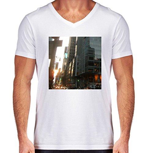 t-shirt-pour-homme-blanc-col-v-taille-l-gratte-ciel-de-hong-kong-2-by-cadellin