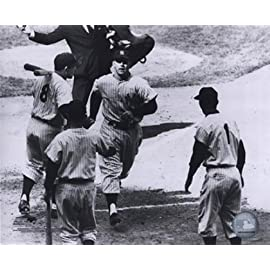 Mickey Mantle - Rounding Bases Sports Photo (10 x 8)