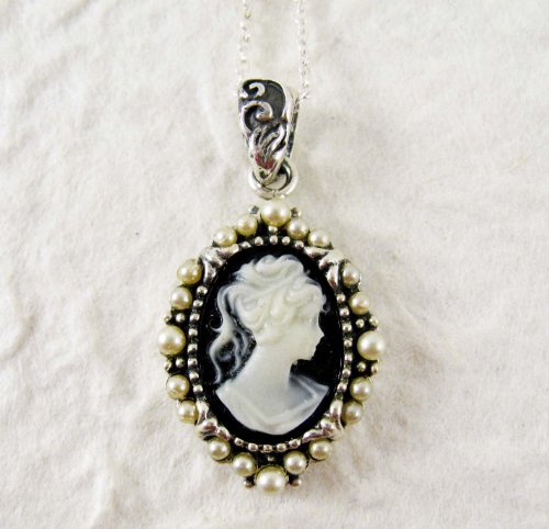Pearl Radiance and Black Cameo Necklace