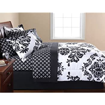 This black & white damask set adds a timeless yet modern look to any bedroom. The Complete Bedding Set features an impressive black and white damask pattern & coordinating sheets.  The set includes: 1- QUEEN Size Comforter, 1- Flat Sheet, 1- Fitted S...