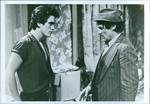 vintage-foto-de-matt-dillon-y-dennis-hopper-en-una-escena-de-un-american-drama-de-pelicula-de-1983-r