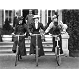 Three women on bicycles (Print On Demand)