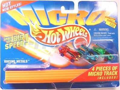 Racing Metals Micro Vehicles Playset with 4 Pieces of Micro Track - Hot Wheels Micro Series
