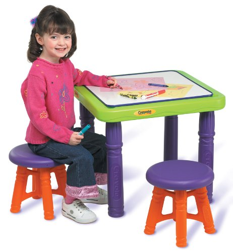 Crayola Sit And Draw Play Table front-1043543