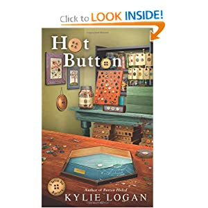 Hot Button (Button Box Mystery) Kylie Logan