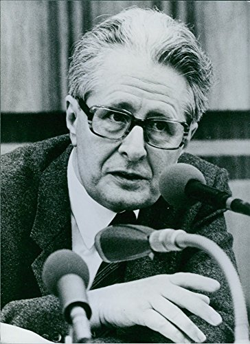 vintage-photo-of-west-german-politician-hans-jochen-vogel-speaking-on-the-microphone-1983