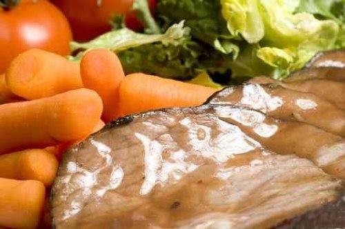 Roast Beef Dinner with Whole Baby Carrots and Salad - 18