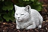 Steinfigur Katze ruhend