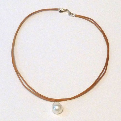in2 design Single Pearl Necklace on Natural Leather