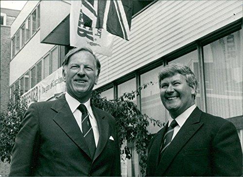 Vintage Foto Di Sir Charles Blyth e Norman C. Burrough Standing, sorridente.