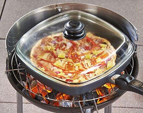 """""""MARTIN WEBER"""" BBQ Grillpfanne 28 x 28 cm eckig mit Glasdeckel – Zum Grillen auf jedem Grillrost – Holz – Kohle – Gasgrill – Die aus Aluminium Handgegossene BBQ Grillpfanne ist feuerfest versiegelt und verhindert somit das Ankleben von Grillgut. Durch die Schlitze im Boden und beispielsweise über einer Holzglut betrieben, erhält das Grillgut einen typischen Grillgeschmack.- – Für einzigartigen Grillgenuß 1. Platz bei BBQ Award 2014 Fire & Food und auf der Erfindermesse in Nürnberg(IENA 2014) gleich zwei Goldmedaille. günstig"""