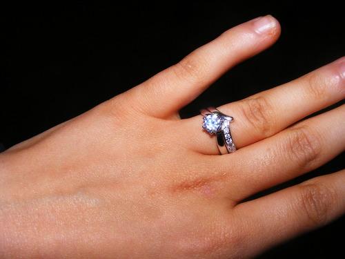 New Fashion Wedding Ring Chevron Wedding Ring