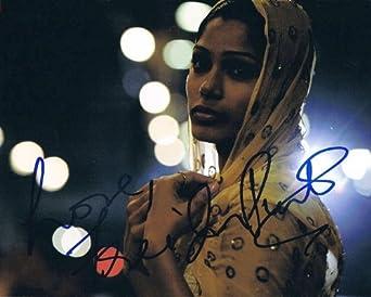 FREIDA PINTO - Slumdog Millionaire AUTOGRAPH Signed 8x10 Photo