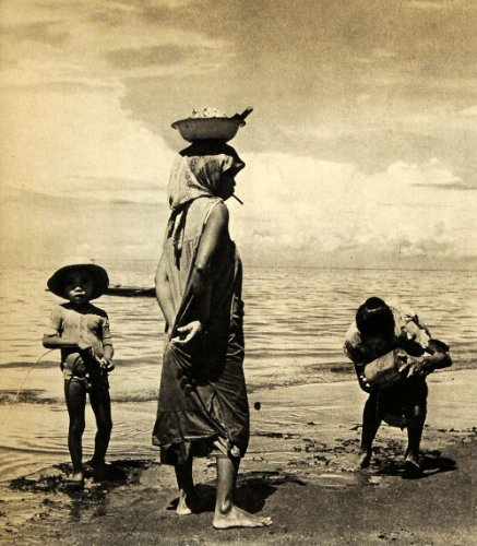 1940 Print Manila Philippines Island Beach Children - Original Halftone Print