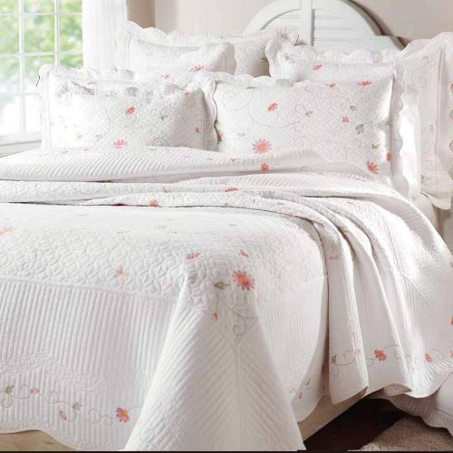 Textiles Plus 100-Percent Cotton Embroidery Quilted Queen Quilt, Petals