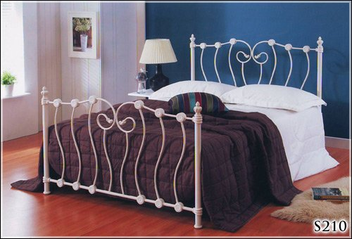 Double 4FT6 Ivory Metal Bed Frame with sprung slatted base