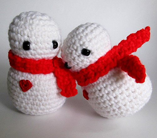 Crochet SNOWMAN AMIGURUMI / Holiday Snowmen with Red Scarves and Red Hearts / Set of 2 / Stocking Stuffer / Holiday Decor / Ornaments