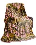 """The Woods"" Camo Polyester Mink Blanket (Pink, Queen - Heavy)"