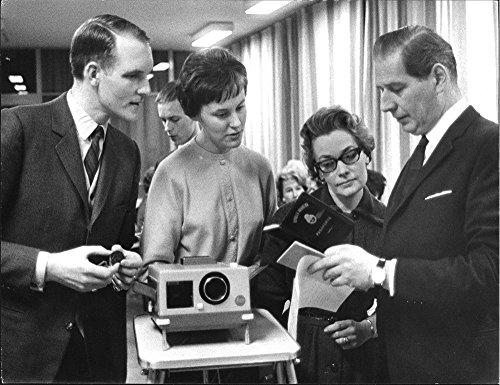 vintage-photo-of-bank-manager-eric-bolin-miss-bridget-tiveus-and-wife-inga-hallberg-get-tips-on-pass