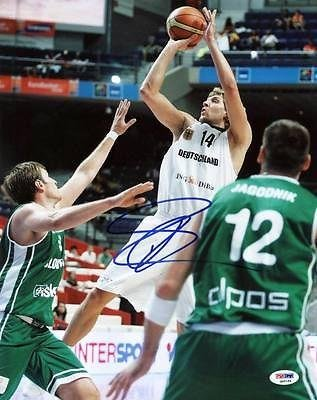 Signed Dirk Nowitzki Picture - 11X14 #Q45184 - Psa/Dna Certified - Autographed Nba Photos