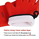 Chefaith Silicone Kitchen Gloves [Fabric Lining / Inner Cotton Layer] for Cooking, Baking, Barbeque, Grilling [Free Pot Holder as Bonus]- Heat Resistant (Up to 480°F) Oven Mitts, Best Protection Ever