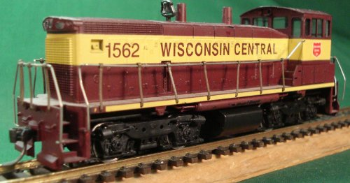 Athearn HO 3944: SW1500 Powered Wisconsin Central #1562 Diesel Locomotive