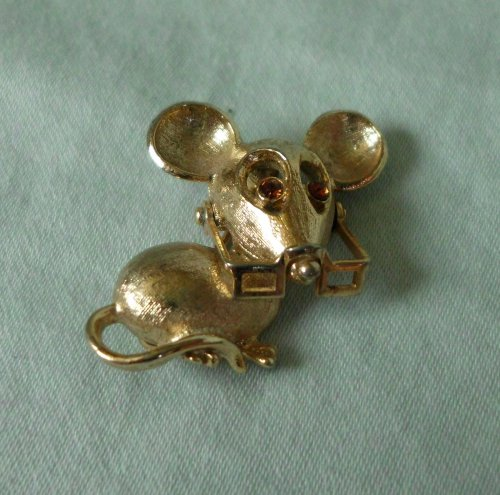 Vintage Avon 1973 Spectacular Mouse Tack Pin Brooch - 1