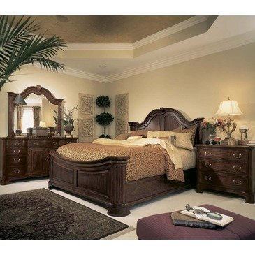 Bachelor Chests Bedroom front-402528