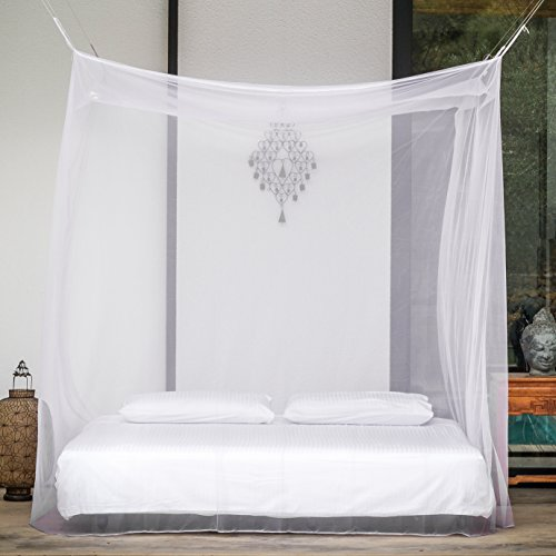 Even naturals mosquito net with two openings for double for Bed with mosquito net decoration