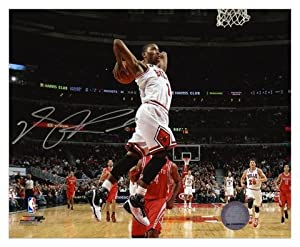 Chicago Bulls Derrick Rose Autographed 8 x 10 Photo - Mounted Memories Certified by Sports Memorabilia