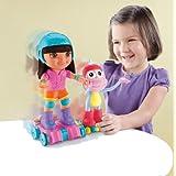 Mueñecos Dora y Botas patinan y giran.