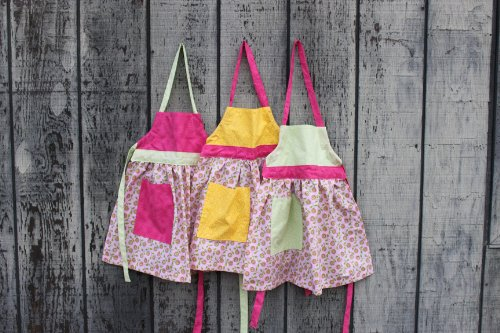 Camden Rose Childs Pink Print Apron, Extra Small (Ages 2-4)