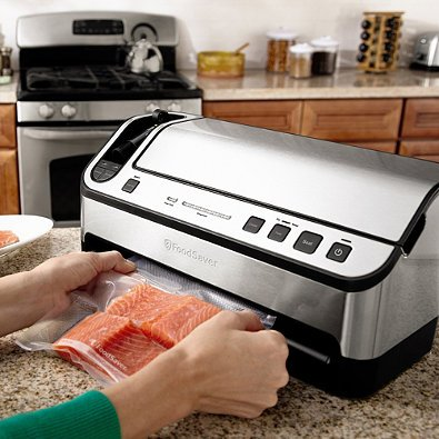 Foodsaver V4860 Is a 2-in-1 Vacuum Sealing System by Foodsaver