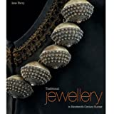 Traditional Jewellery: In Nineteenth-Century Europe (Hardback)