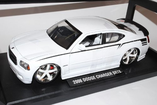 Dodge Charger Weiss Limousine SRT8 Ab 2005 LX 1/18 Jada Modell Auto
