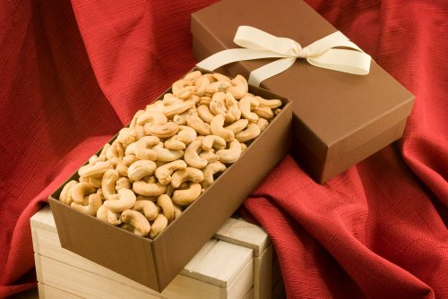 Giant Whole Cashews 1 Pound Gift Box