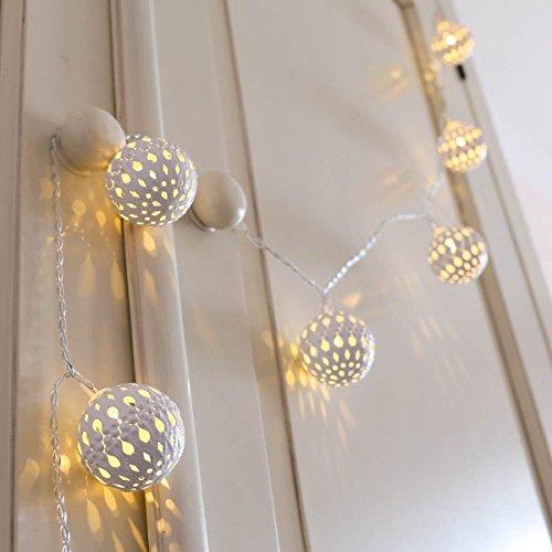 Marokkanische-Kugel-Lichterkette-weies-Metall-LEDs-warmwei-batteriebetrieben-von-Festive-Lights