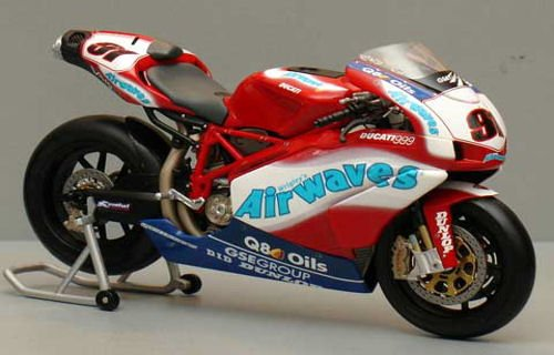 DUCATI 999 F04 L. HASLAM AIRWAVES DUCATI TEAM BSB 2005 Diecast Model Motorcycle in 1:12 Scale by Minichamps