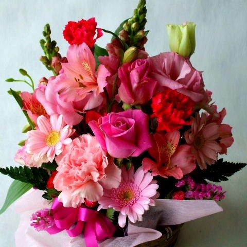 季節のお花おまかせフラワーアレンジメントB(ピンク系)「誕生日」「お祝い」「お見舞い」「ギフト」「花の産地千葉県館山から」