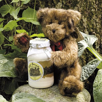 CHRISTMAS HOLIDAY BEAR BOUNTY GIFT BASKET - INCLUDES BOYDS CHRISTMAS TEDDY BEAR AND CHOCOLATE CHIP COOKIE MIX