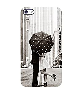 Ifasho Couple Kissing In Rain With Umbrella Back Case Cover For Apple Iphone 4