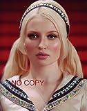 大きな写真、「エンジェル・ウォーズ」金髪おさげのエミリー・ブラウニング