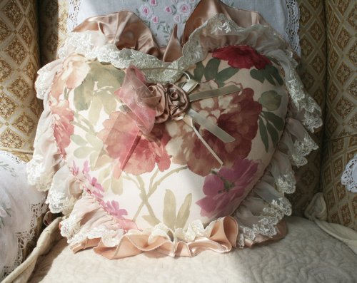Gorgeous luxury Heart shape Cushion/Pillow with filling