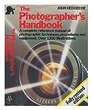 The photographer's handbook / John Hedgecoe ; [photography, John Hedgecoe ; text, Leonard Ford] John Hedgecoe