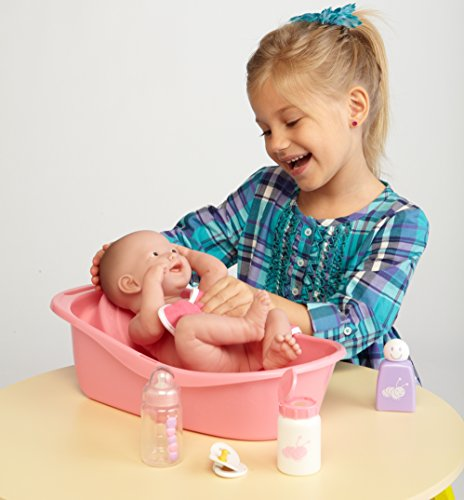 la newborn 8 piece deluxe bathtub gift set featuring 14 life like all. Black Bedroom Furniture Sets. Home Design Ideas