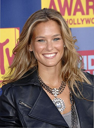 bar-refaeli-wearing-a-badgley-mischka-necklace-at-arrivals-for-mtv-video-music-awards-vma-arrivals-p